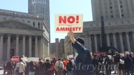 Solo protestor against the Amnesty!